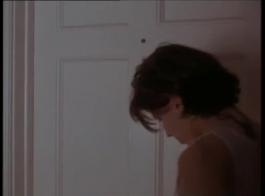 امرأة ساخنة في الكعب العالي، جيليان جانسون هو الحصول على بوسها ضيق تملأ مع ديك صعبة.