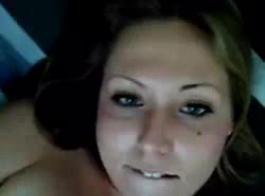 الفتاة الدهون ذات الثدي الهائل والشعر الطويل يئن أثناء الحصول على مارس الجنس في غرفة الخزانة.