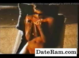 مدلكة مفلس يحصل لها ضيق كس مارس الجنس من قبل العميل.