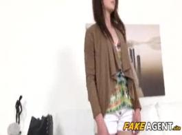 وكالة فاتنة عاهرة إعطاء رئيس الجنس الخطأ.