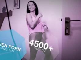 امرأة سمراء ضئيلة تحصل مارس الجنس من الخلف وركوبها مثل عاهرة برو.