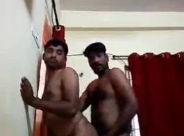 بدأ عدد قليل من الرجال سخيف كارينا في مكان عام، لأنهم حريصون سرا على الجنس البري.