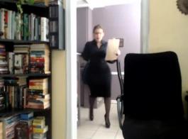الحمار الكبير جبهة مورو، بن دي لافالي يحب ممارسة الجنس مع رجل نردي في مكتبها.