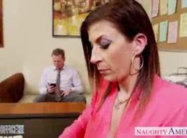 مفلس جبهة مورو سارة جاي يمارس الجنس مع عاشق الديك العملاقة