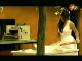 ماركو كونشيتا ممزقة على بريك غيور أمام صديقة شابة