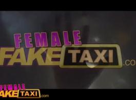 أنثى تاكسي وهمية في سن المراهقة يحصل على حمولة مذهلة على بوسها قبل وصول سيارة أجرة على السطح