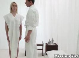 قرنية مورمون فاتنة التبشير مارس الجنس من قبل صاحب الفندق