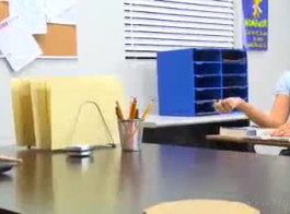 مدرس كلية كبار سعيد عندما يتم وضع خيال تلميذات للعمل
