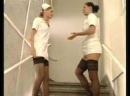 الممرضات المشاغبين هو إغواء عميل العراة مع بي بي سي له سيدة ممرضة الجنس السبعينات امرأة سمراء