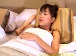 الحمار الكبيرة العاهرة التايلاندية تحصل مارس الجنس من قبل 2 رجال