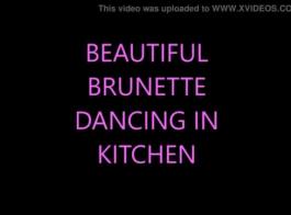 رقص بالاطياز عاري