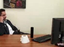 فاتنة مكتب جبهة مورو امرأة سمراء كلها أسرع في العمل في أي مكان