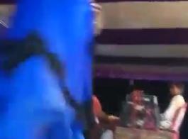 سكس رقص استعراض ثدي