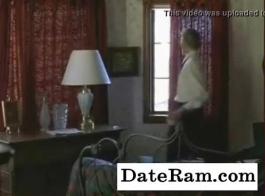 فراخ الأبنوس الساخنة في سيارة مع رجل يريد أن يمارس الجنس معهم.