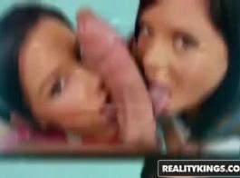اثنين من نائب الرئيس المحبة المراهقين يأخذون الديك في الهرات الخاصة بهم.
