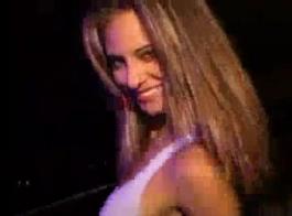 المراهقين البرية مع الهرات شعر ممارسة الجنس في النادي.