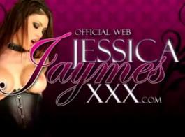 جيسيكا جايمز لا تفعل وظيفتها بسبب كونها مشغولة للغاية في ممارسة الجنس بالبخار.