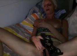 كوغار يرتاح مع القذف لها الحمار الأسود الكبير على كام.