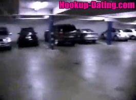 جبهة مورو شقراء سلوتي هي ممارسة الجنس بينما يشاهدها السرقة قرنية سرا في العمل.