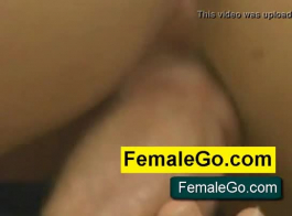 الفتيات يحصلن على جرعاتهم اليومية من اللعنة أثناء طقوس العربدة، بينما هم في المنزل وحدهم.