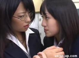 مثليات الآسيوية لعق بعض الهرات الآخرين