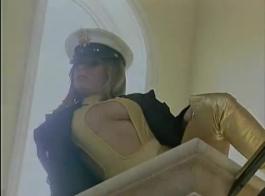 يلعب فاتنة مثليه القذرة مع حبات الشرج، مع وجود أفضل مشهد جنسي على الإطلاق