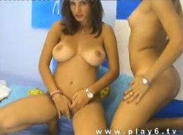 ثلاثة الفتيات مثليه اللعب