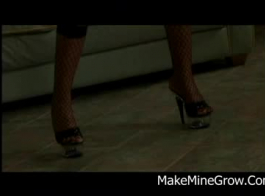 يتم مارس الجنس امرأة سمراء طازجة في غرفة فندق وتئن من المتعة مع تعاني من النشوة الجنسية