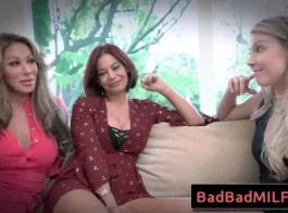 مارينا سكاي وسابينا روج حفر الهرات الخاصة بهم بالمناطق والأصابع في نفس الوقت