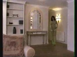 الحب كارلي يأخذ نائب الرئيس الطازج في جميع أنحاء شفتيها وثديها، بعد أن فعلت اللسان مذهلة
