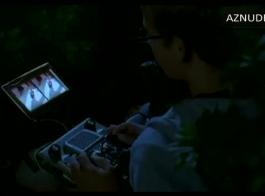 تلعب تارا وكارلي القذرة مع رجل أسود، بينما هم وحدهم في المنزل