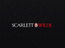 امرأة سمراء عاطفي، سكارليت أداء ألعاب الجنس مع مجموعة من الرجال البقرون والاستمتاع بها.