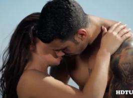 ذهب فاتنة المظهر العظيم إلى مكتب المعالج لممارسة الجنس معه لتحسينه.