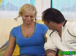 امرأة سمراء مفلس الحصول على كل أسود ثناكس الديك.