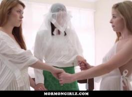 فتاة صغيرة تغوي صديقها أفضل صديق لها، وقد تم ممارسة الجنس معه في غرفة فندقية.
