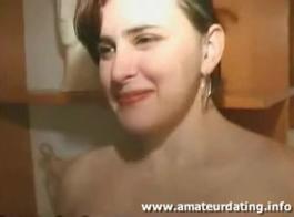 كان كتكوت الهواة تجربة جنسية لها الأولى، مع رجل مسن يحبها