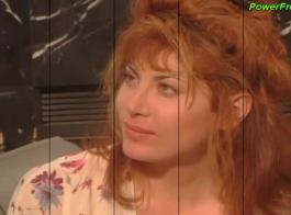 أحمر الشعر مثير فتاة اليورو يضرب