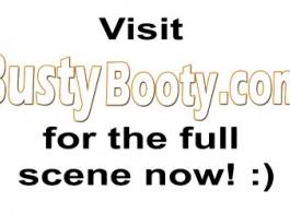 سيدة شقراء مفلس هي الحصول على ثقب الحمار تملأ مع ألعاب الجنس والاستمتاع بها.