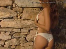 اليونانية كوغار الفتيات فاتنة تظاهر عارية.