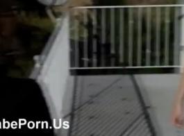 اثنين من فاتنة مفلس الحصول على مارس الجنس على السرير.