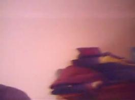 لوسي فارس وماي مالكوفا على وشك النزول والقذرة في منتصف الليل.