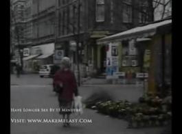 امرأة سمراء جميلة ميلف خبطت من قبل الديك الأسود.
