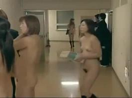 الفتيات الياباني الفتيات تواجه رباعية في الفصل الدراسي بينما لا أحد في المنزل.