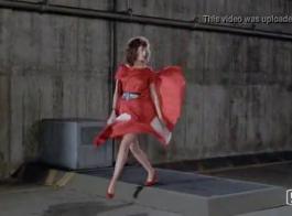 امرأة ذات شعر أحمر، أميرة ادارة مص الديك الأسود والأسود وركوبه مثل مجنون