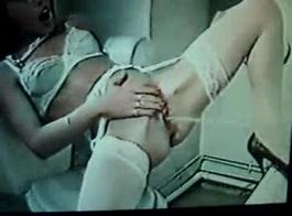 نيك في اليد بنات مع بعض اطيازXNXX
