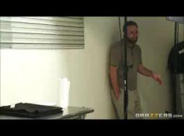 مقاطع جنسخلفي فوق السرير
