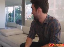فيديو سكس تلعب في كور خمس راجل