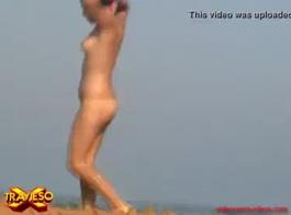 الفتيات شاطئ عارية: عارية