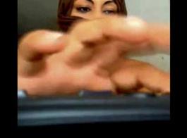 فاتنة باكستانية مع صندوق مستدير يحصل على ديك في مؤخرتها الضيقة والوجه مذهل