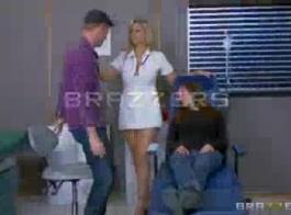 مثير امرأة سمراء ممرضة إلسا جان ينتهك المريض